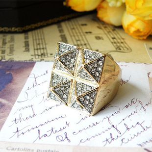 Europe and the United States Korean fashion punk rivets big ring female