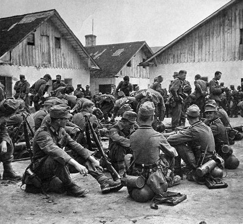 Some Gebirgsjäger (mountain troops ) enjoy a brief rest while advancing through the Ukraine.