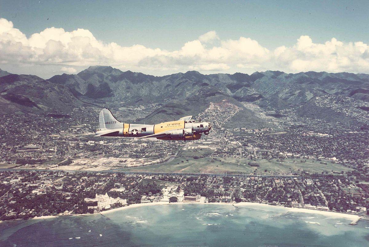 16 Dreamy Vintage Photos Of Hawaii