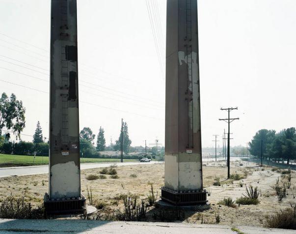 """Hans-Christian Schink, """"LA"""", Sylmar, Paxton Street, 2002, C-Print/ Diasec, 178 x 211 cm und 121 x 143 cm, Auflage 5 + 3"""
