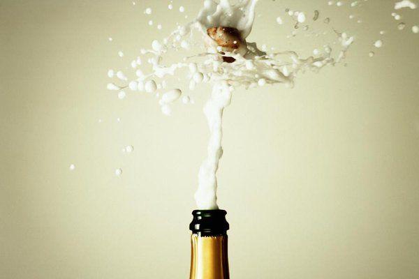 """DIE WELT auf Twitter: """"Stilechter Genuss: Acht Regeln, wie man richtig Champagner trinkt https://t.co/kMMtusMlpB https://t.co/LN56fERn6Q"""""""