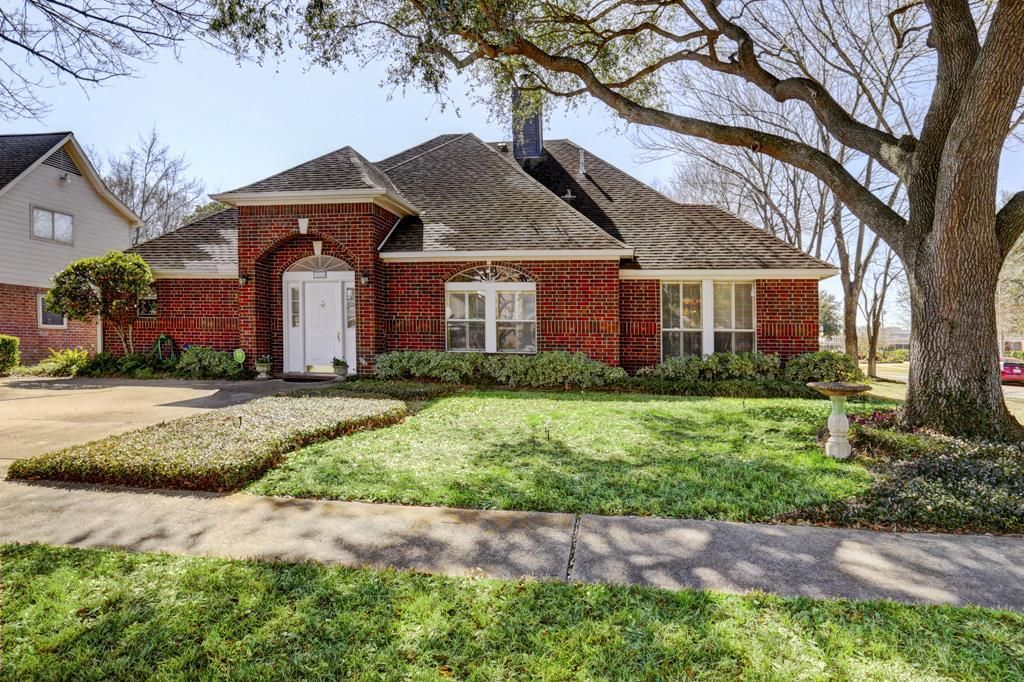 12531 Piping Rock Dr Houston Tx Well Maintained 3 Bed 3 5bath On Corner Lot 1 Car Garage Mother In Law Suite Is Houston Real Estate In Law Suite Piping