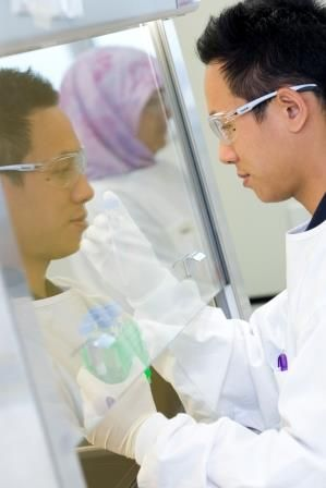Quality, innovative research is a major component of the UQ School of Pharmacy's commitment to the delivery of world-class education and health care outcomes. It is what equips UQ students for leading-edge positions on the rapidly changing health care frontier.