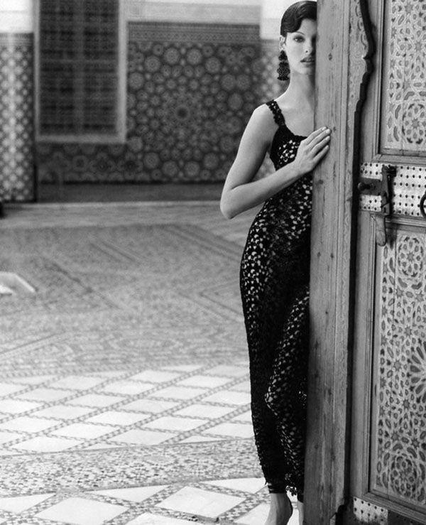 "knitGrandeur: 90's Crochet Ann Klein Crochet Dress, ""Black of Night"" Vogue, February 1993 Helena Christensen"