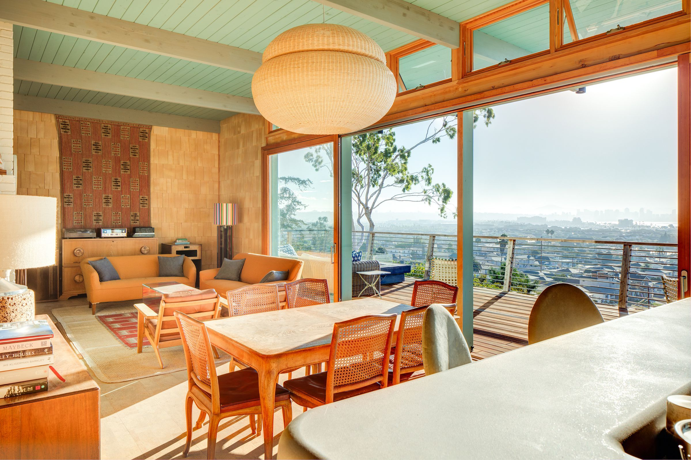 11 midcentury homes for the holidays