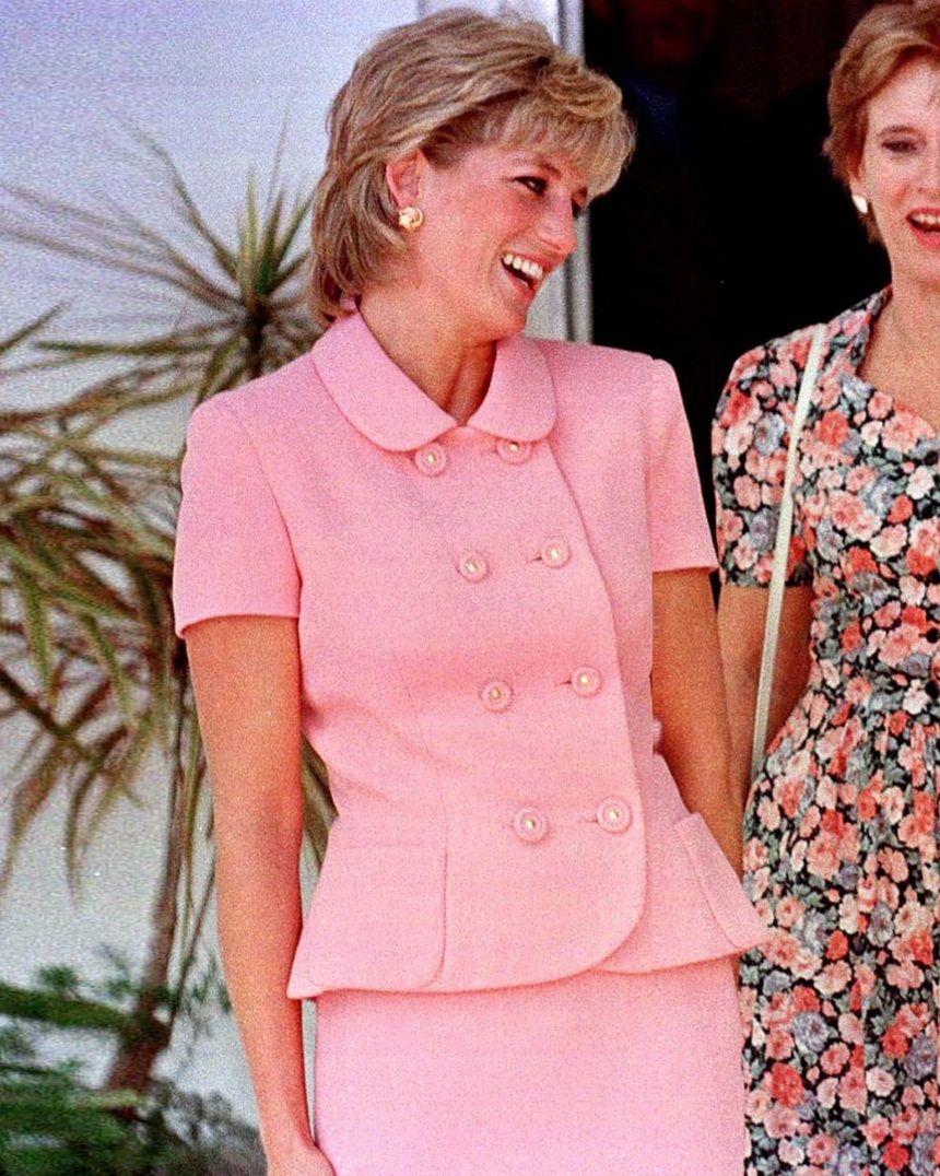 November 24, 1995 Princess Diana arrives at the presidential ...