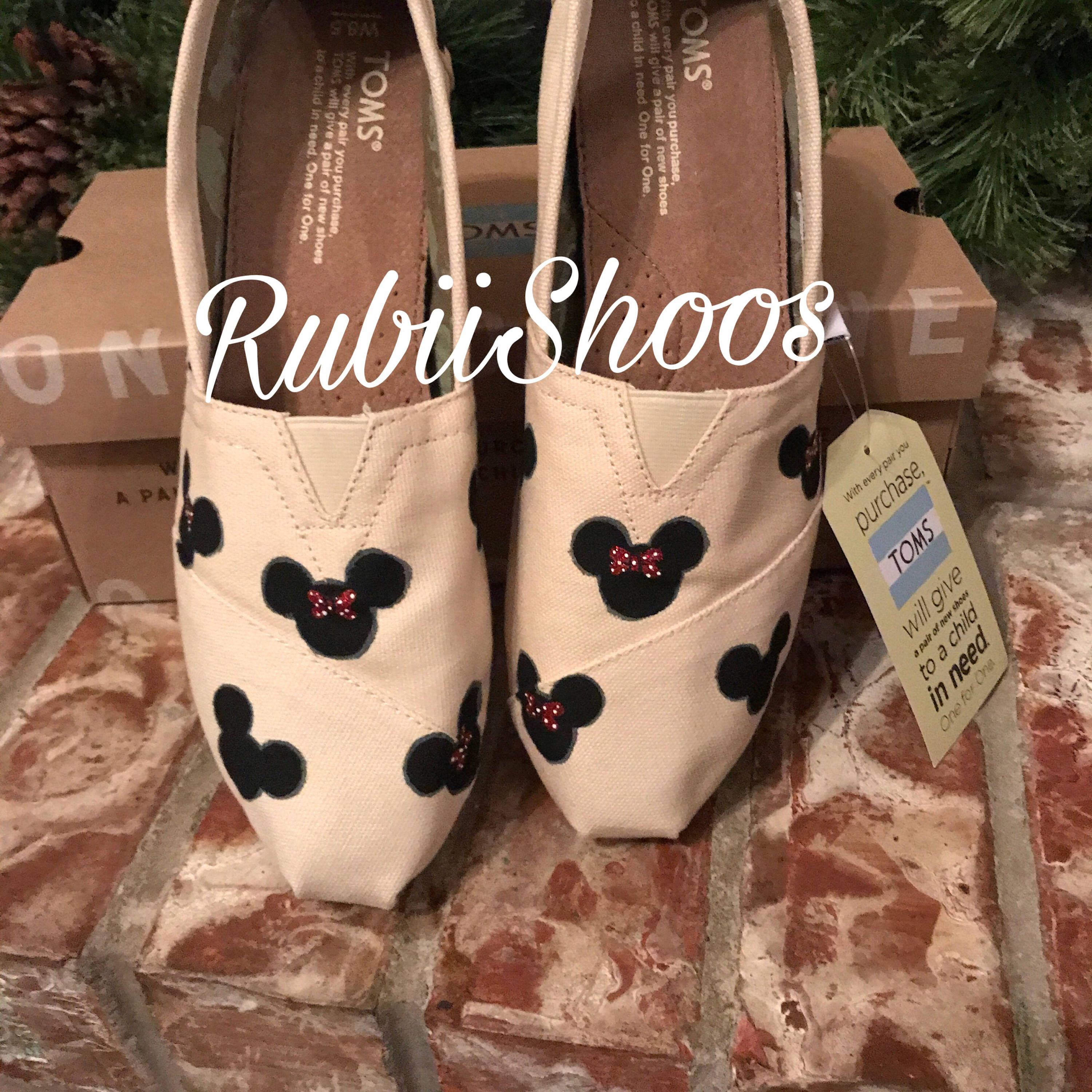 Women s Mickey Mouse And Minnie Mouse Heads Natural Toms Disney Shoes Disney Toms
