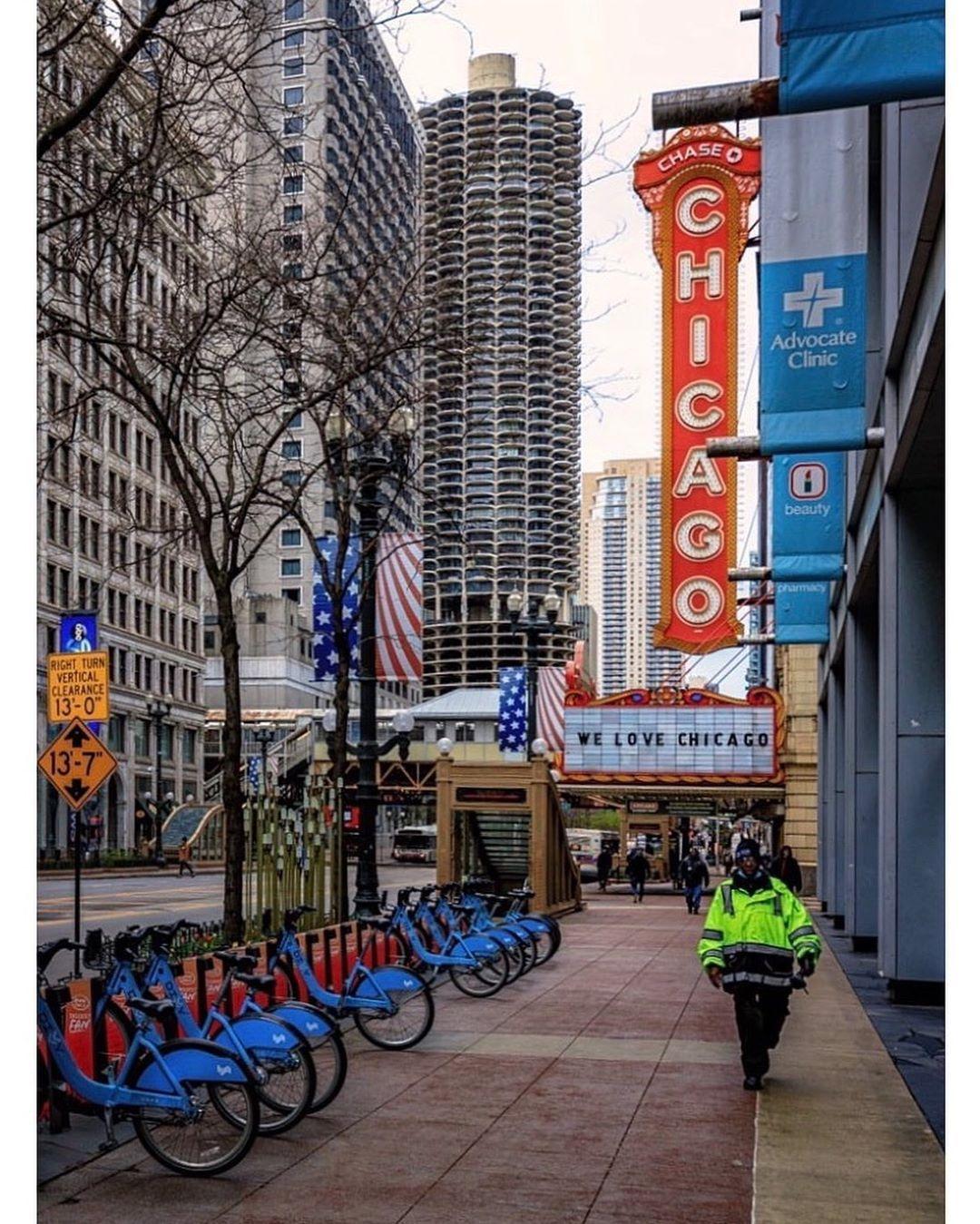 """Tanja Mast's Instagram profile post: """"#chitecture #mychicagopix #insta_chicago #urbandstreet #chicagopulse #explorechicago #chicagoshots #igerschicago #thechieye #choosechicago…"""""""