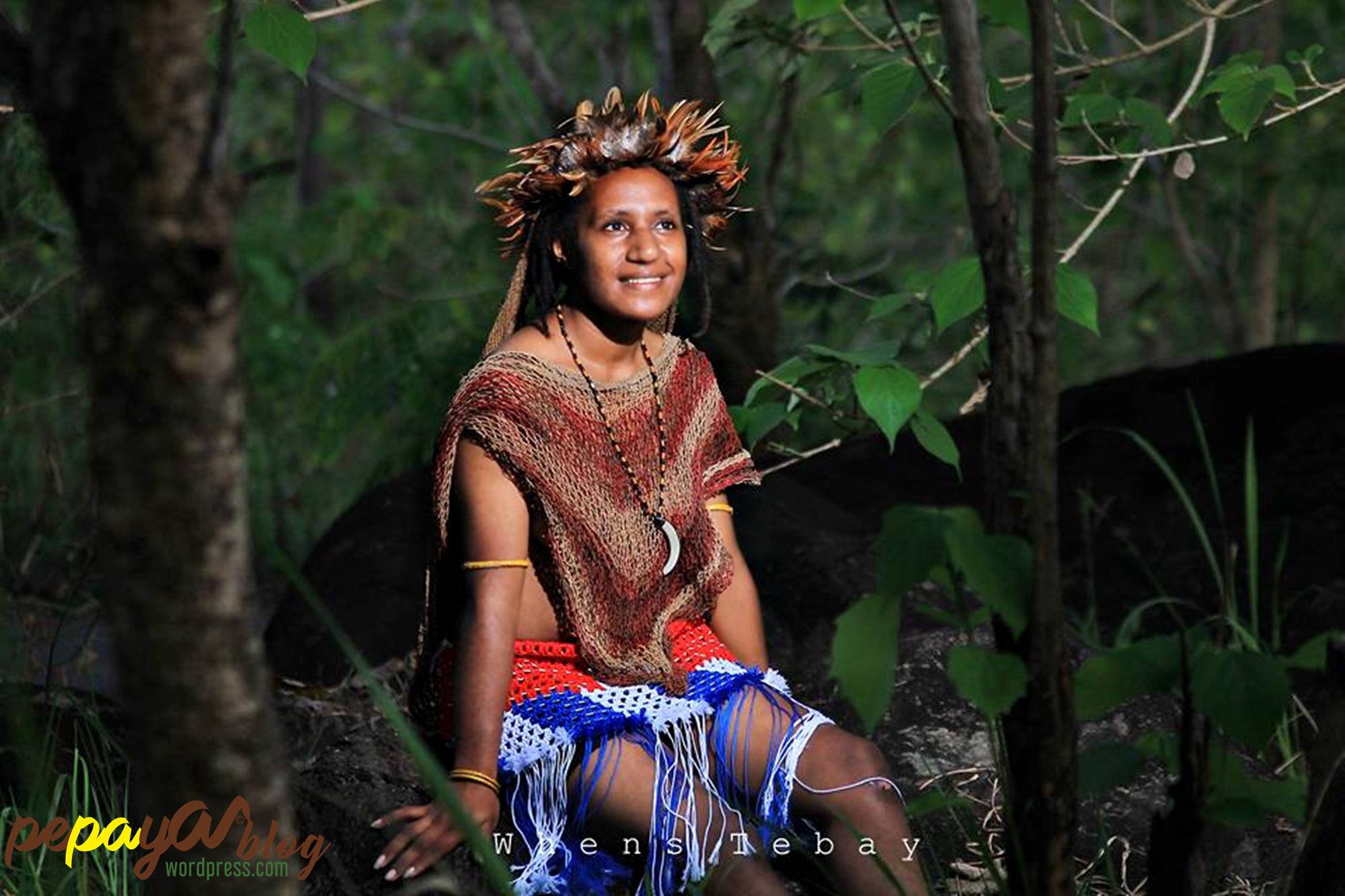 Pakaian Adat Perempuan Papua