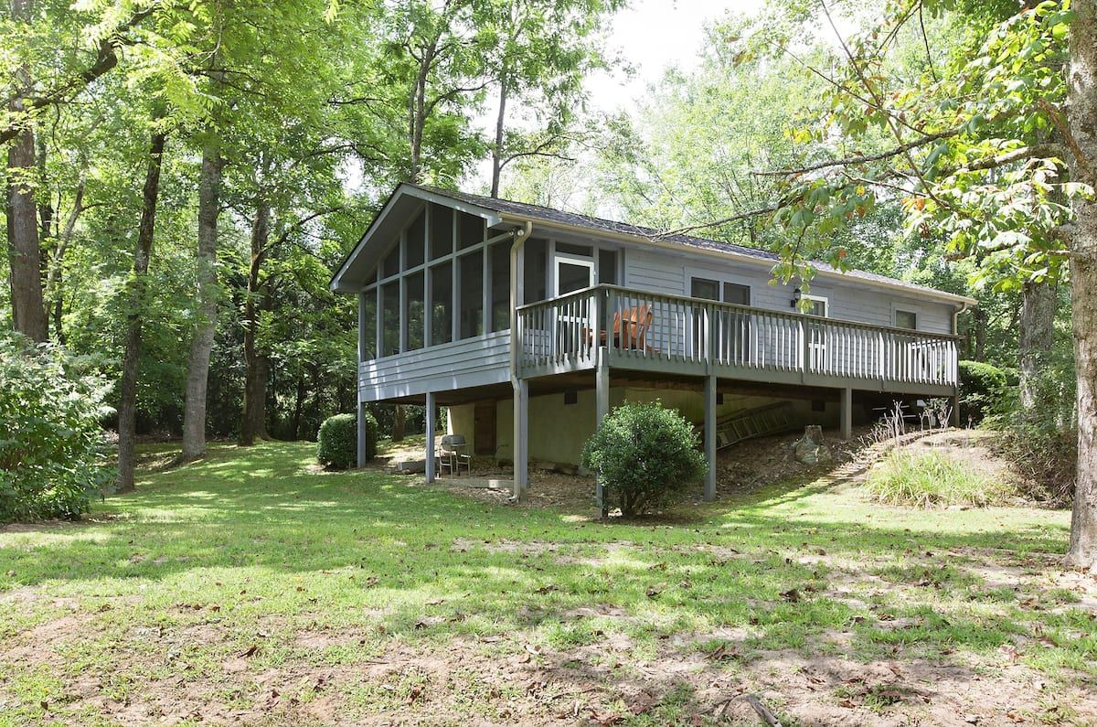 Reedy Patch Cabin Bungalows For Rent In Hendersonville North Carolina United States Cabin Bungalow Bed And Breakfast