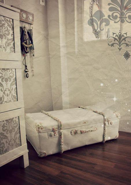 diy siutcase case baggage luggage shabby chic roses napkin decoupage koffer w sche bettw sche. Black Bedroom Furniture Sets. Home Design Ideas