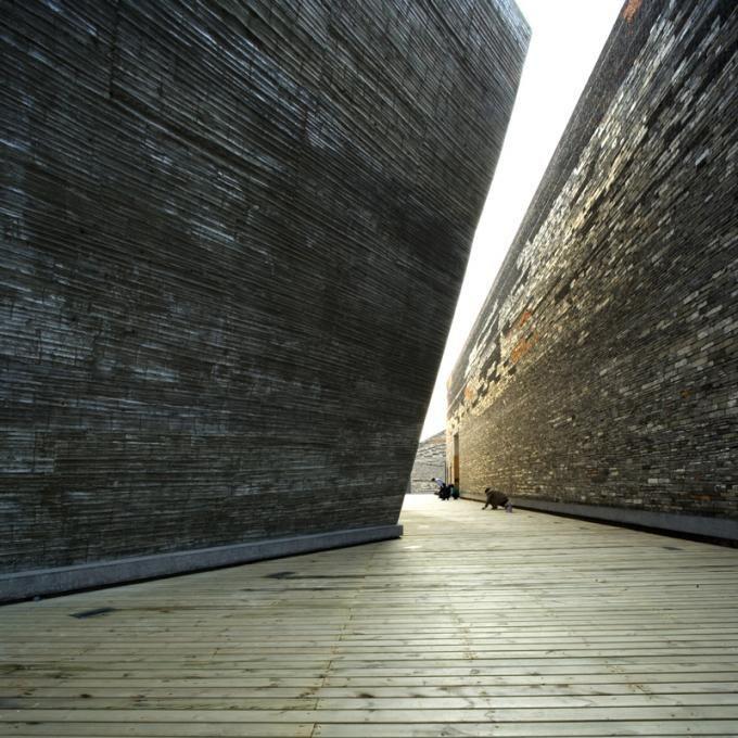 Premio Pritzker, Wang Shu. Museo de Historia Ningbo, 2003-2008, Ningbo, China. Foto por Lv Hengzhong.