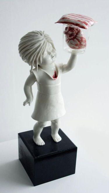 Amazinglycreepyporcelainfigurinesbymariarubinke Amazing - Amazingly disturbing porcelain figurines by maria rubinke