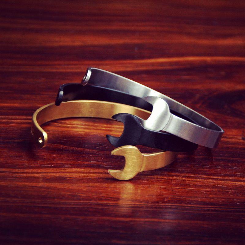 Retro nostalgia 2016 mecânica chave abrir a pulseira côncavo esculpida antiga prata e preto letras homens pulseira de metal