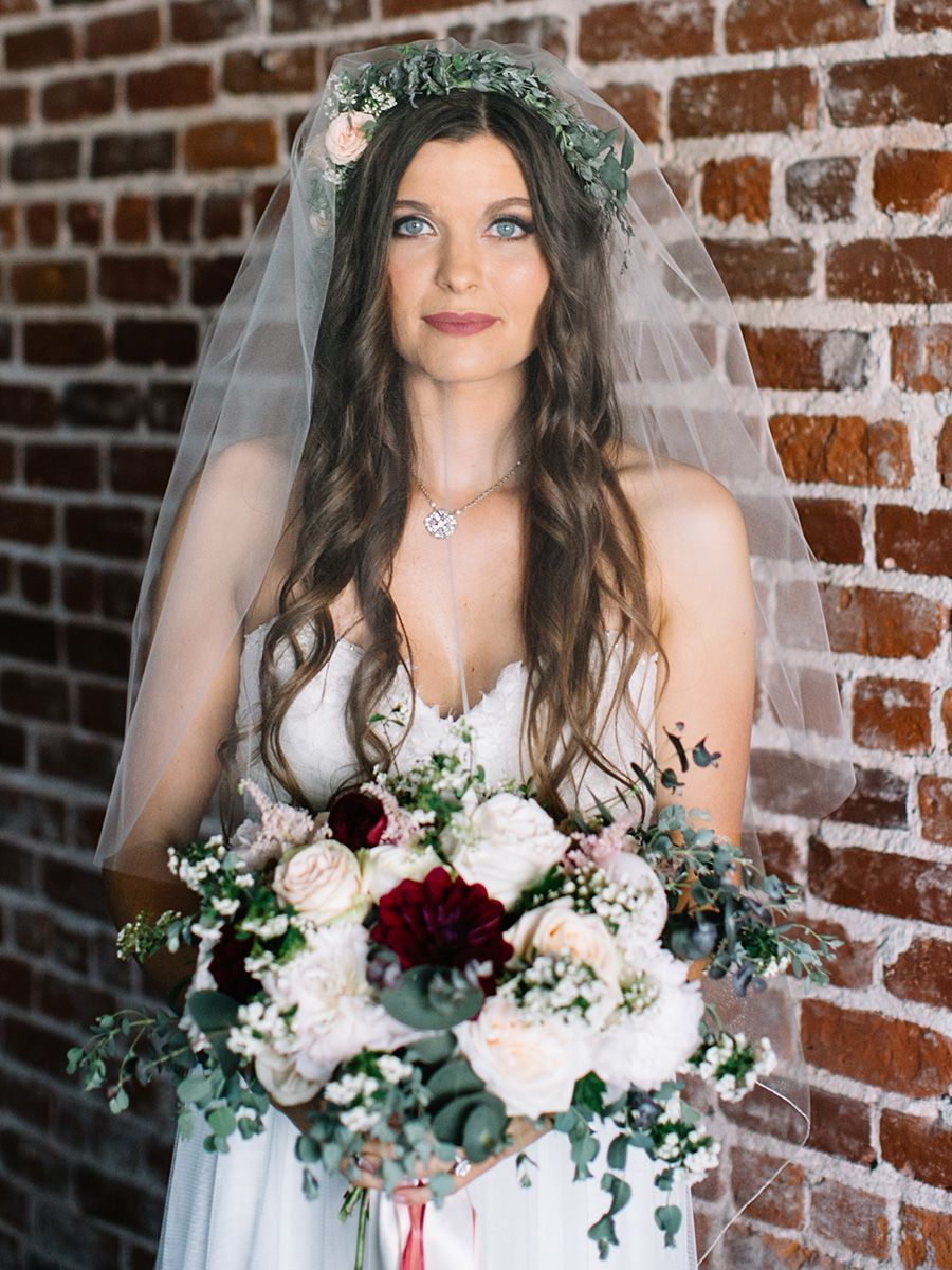 15 different ways to style a veil with a flower crown simple veil 15 different ways to style a veil with a flower crown izmirmasajfo
