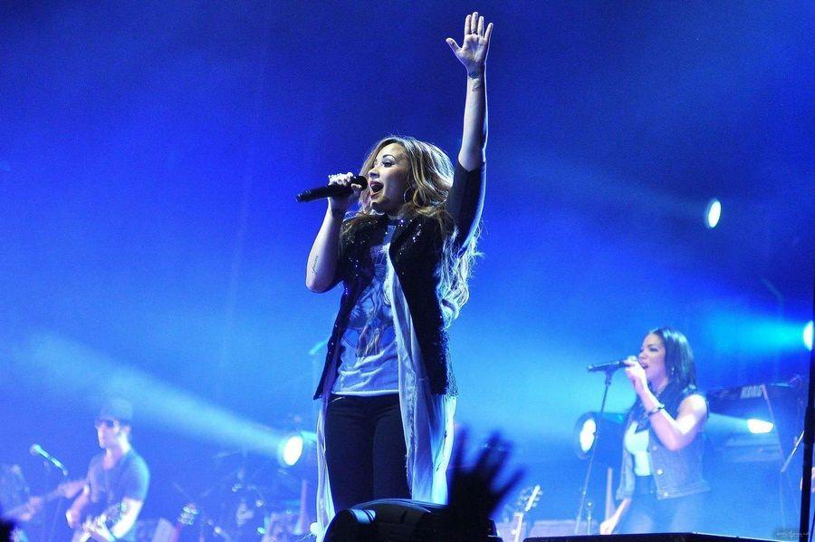 Demi Lovato – Concert pics at movistar arena in Santiago de chile