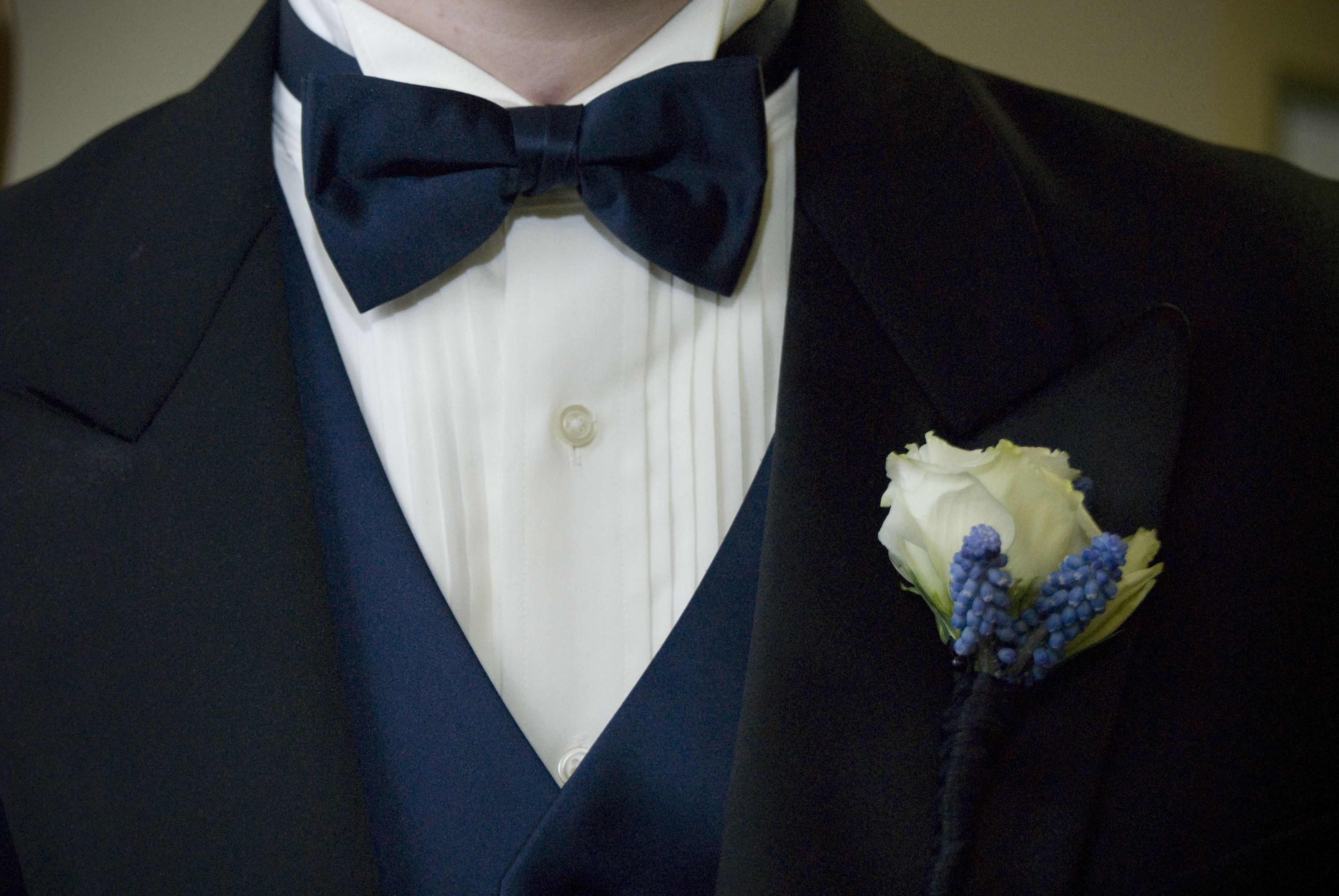 New Vesuvio Napoli Men/'s Polyester Ascot Cravat Necktie Hankie Paisley Grape