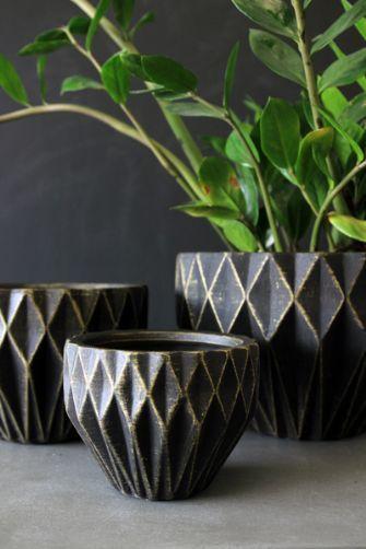 Set of 3 geometric plant pots black gold a c c e s s - Indoor krautergarten ...