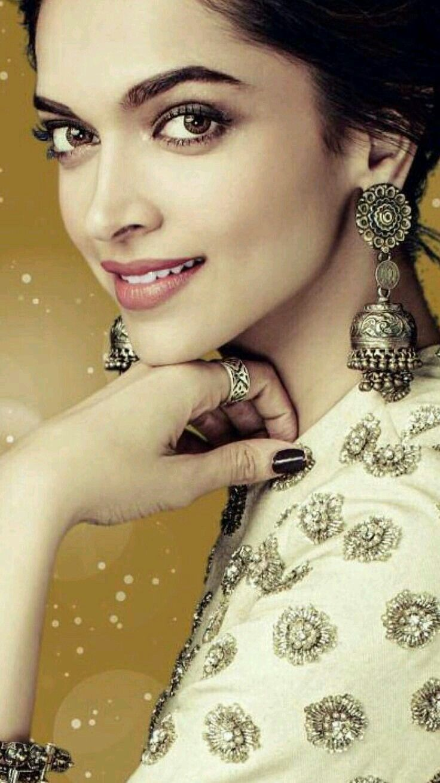 Pin by Abdallah 5555575 on style | Deepika padukone style ...
