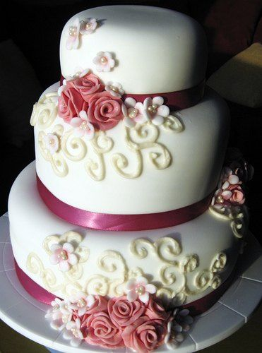 Simple Yet Elegant Wedding Cakes