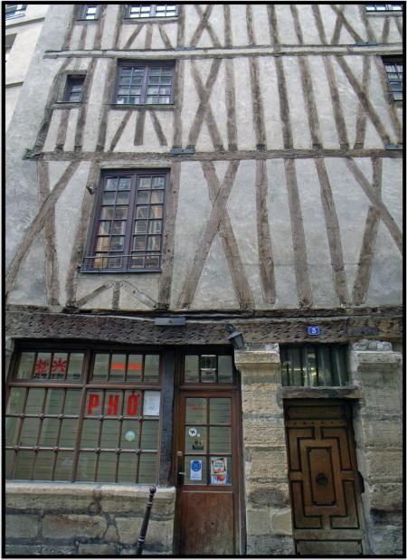 Maison Du Alchimiste Nicolas Flamel 1407 3 Rue Volta La Plus Ancienne Maison De Paris Paris Sightseeing Paris France Paris History
