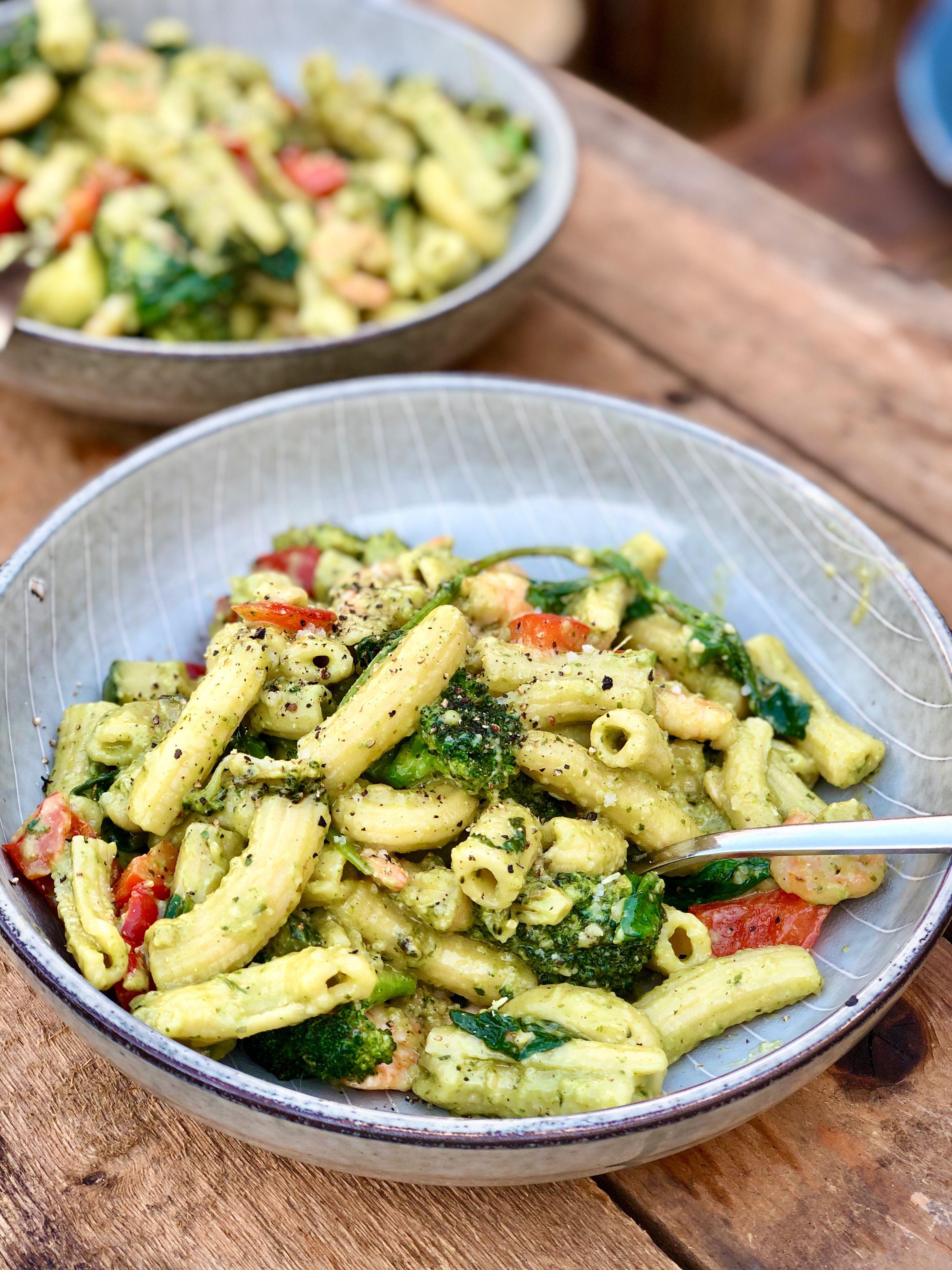Pasta Pesto Met Broccoli Garnalen En Paprika Gewoon Wat Een Studentje S Avonds Eet Broccoli Salade Recept Gezonde Pasta S Gezonde Maaltijden