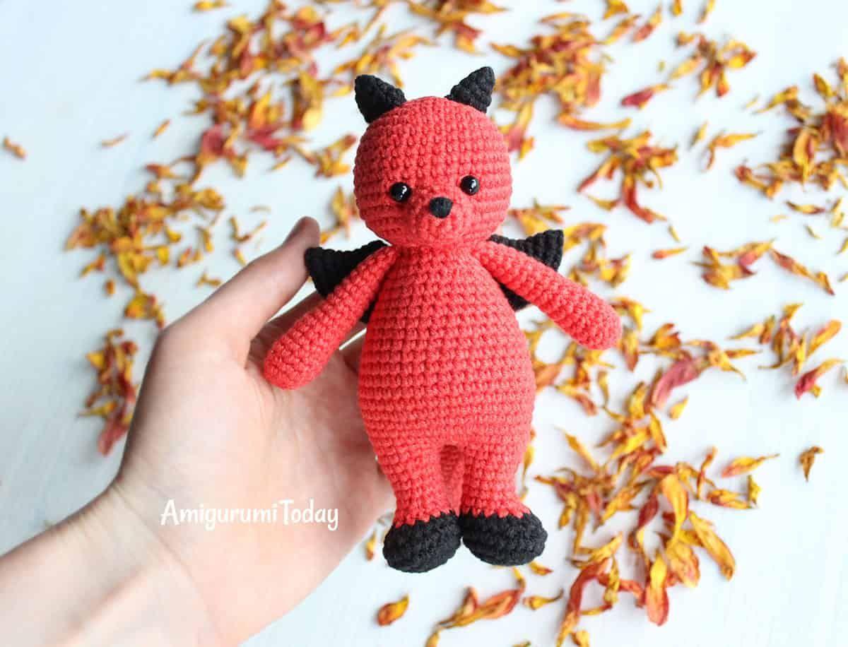Cuddle Me Dragon crochet pattern | Amigurumi und Häkeln