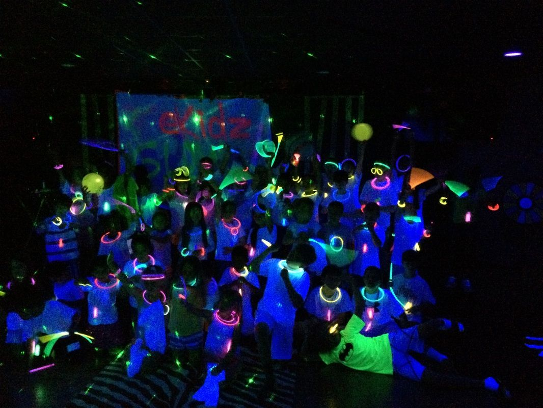 Glow in the dark water balloons - How To Have A Children S Ministry Glow Party Kidmin This Event Was A