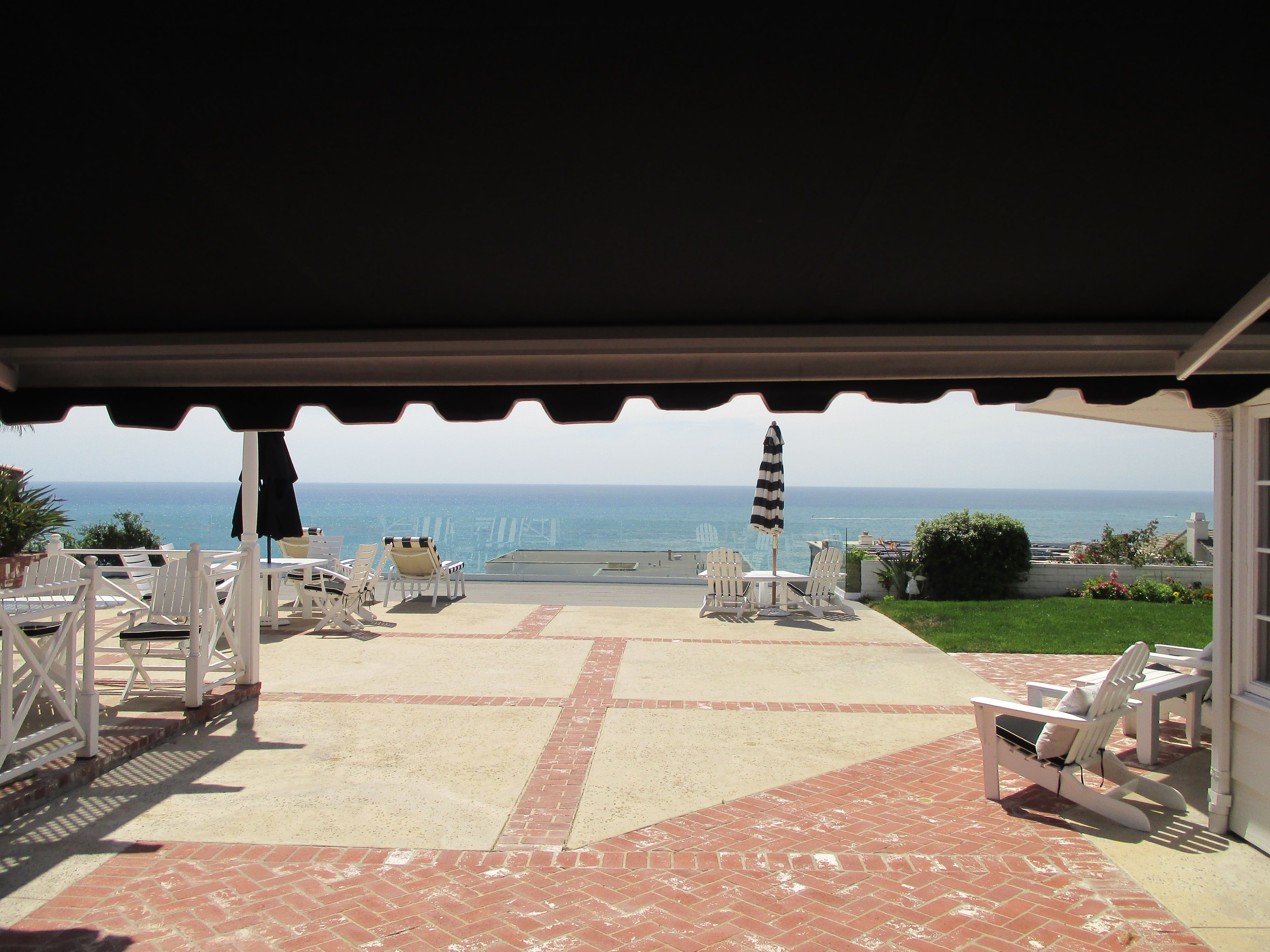 Check Out This Unique Motorized Retractable Awning With Decorative Trim And A Manual Drop Screen On A Home In San Clemente Ca Co Retractable Awning Ocean View
