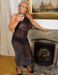 Robyn » Elegant Ladies » mature women, sexy milfs, housewives from ...
