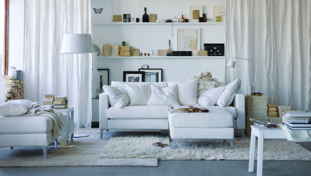 Weich, neu definiert; ein helles Wohnzimmer mit KARLSTAD 3er-Sofa - wohnzimmer braun beige weis