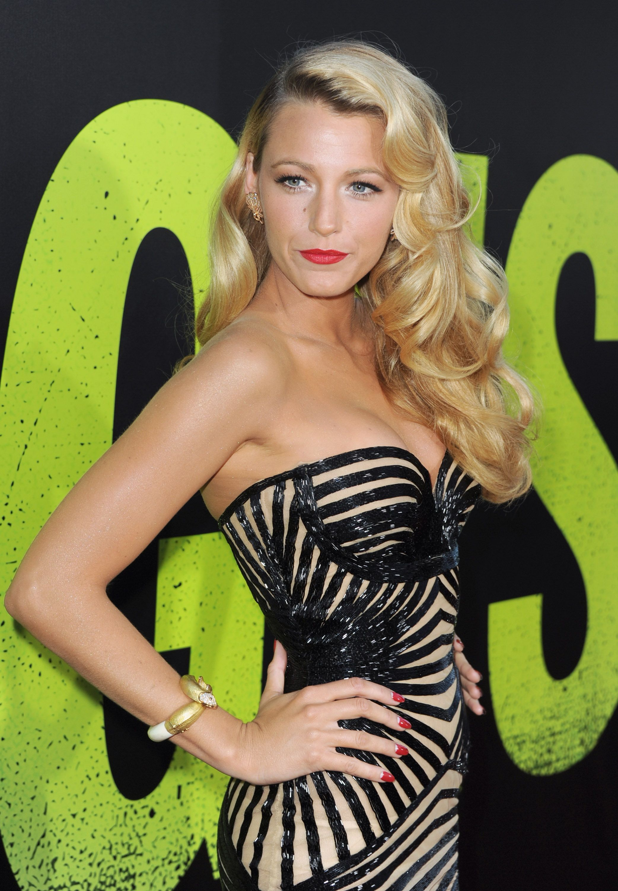 Blake lively wowed fans at the savages la premiere in a zuhair