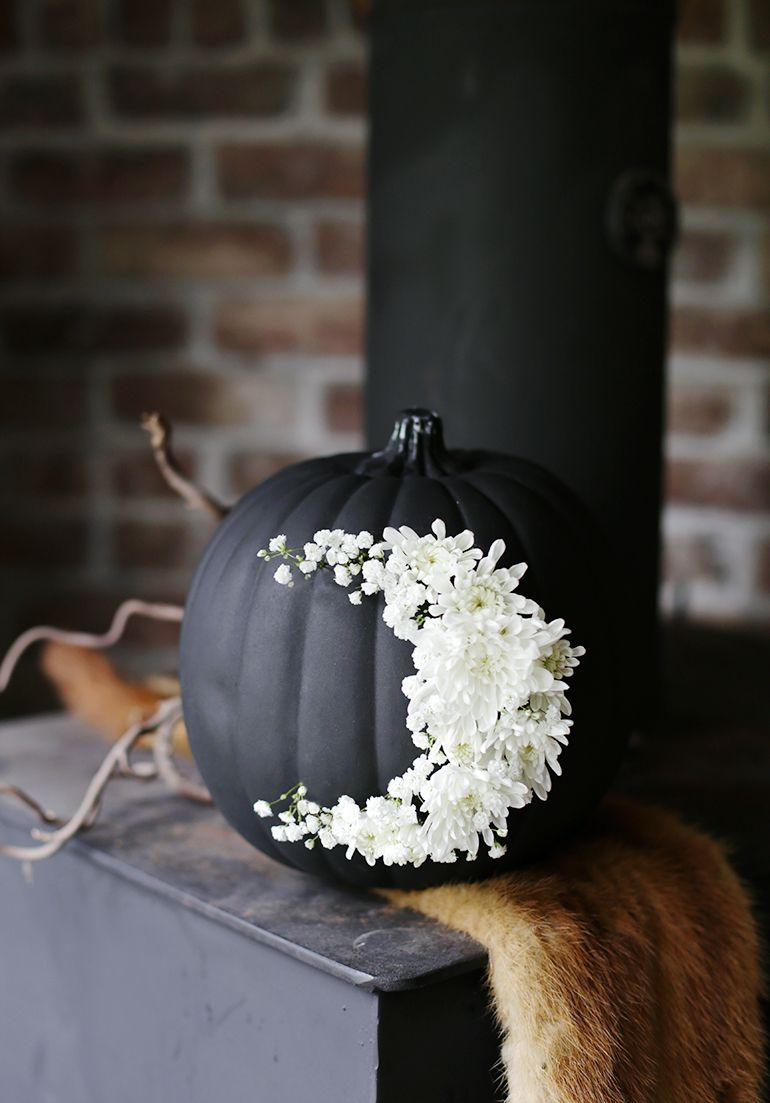 Diy halloween wedding decorations  DIY Fresh Floral Moon Pumpkin The Merrythought  Moon Floral and