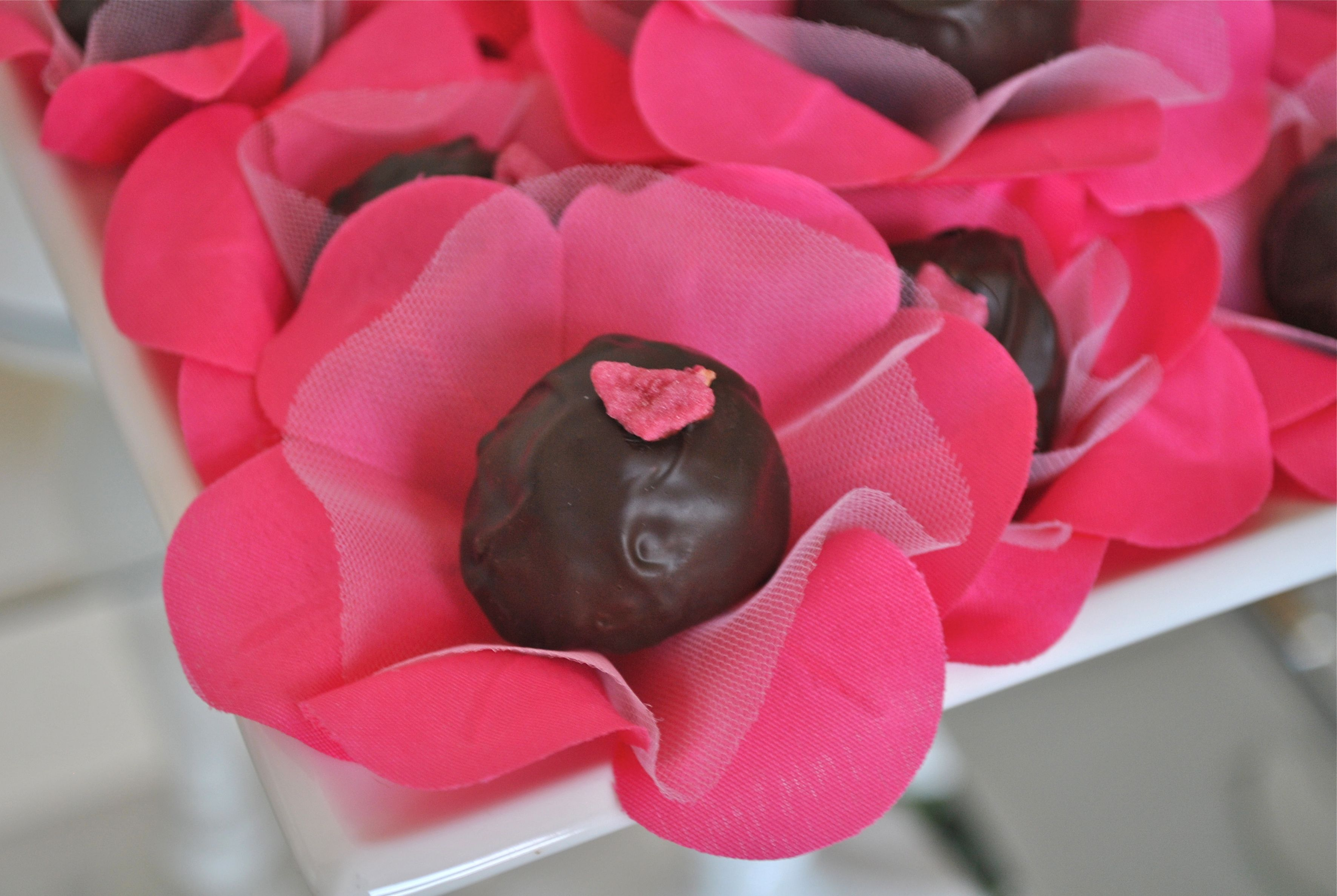 www.bloomingtable.com rose truffle & hot pink truffle wrapper ...
