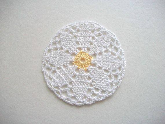 Cuatro posavasos de Crochet o tapetes por HandcraftedorVintage