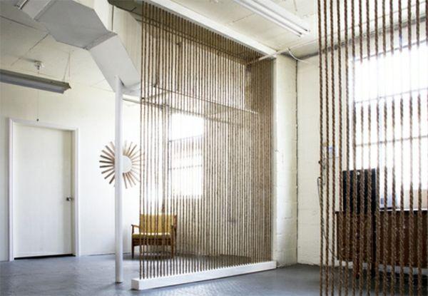 Zimmer Mit Weißer Gestaltung Und Einer Trennwand Raumteiler Ideen