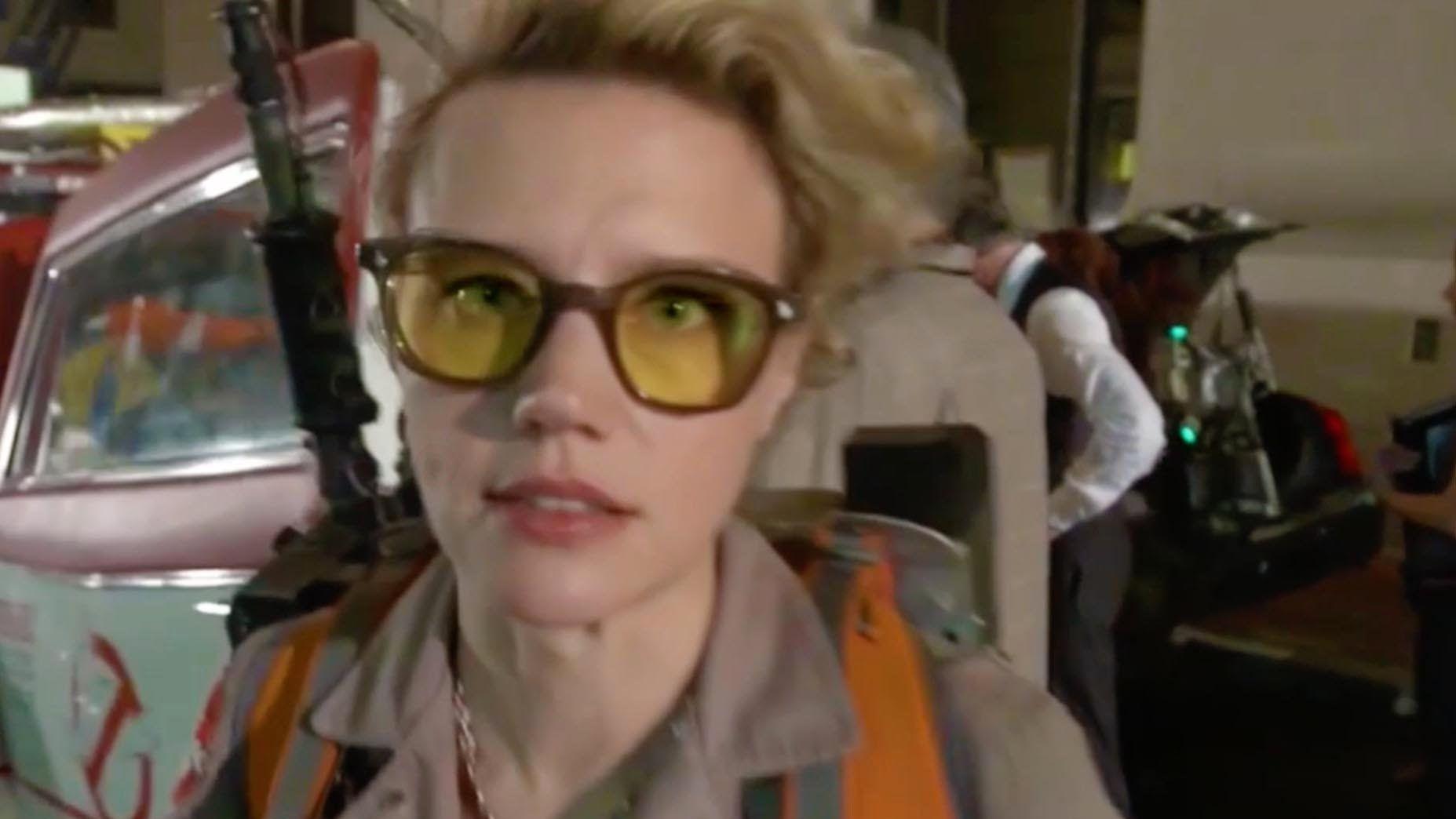 7207cf8eab9 Kate McKinnon   Holtzmann On Set (Ghostbusters)