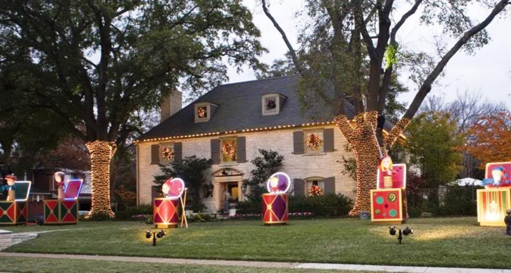 Giant Presents And Drums Animatronic Christmas Display Ideas