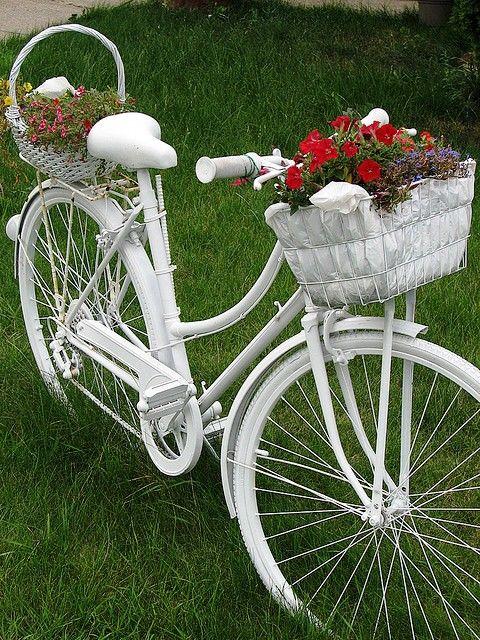 Bicicletas viejas para decorar jardines terrazas y - Gartendeko fahrrad ...