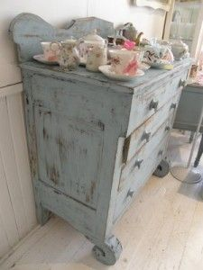 How to Distress furniture Shabby Chic Style (love this color!