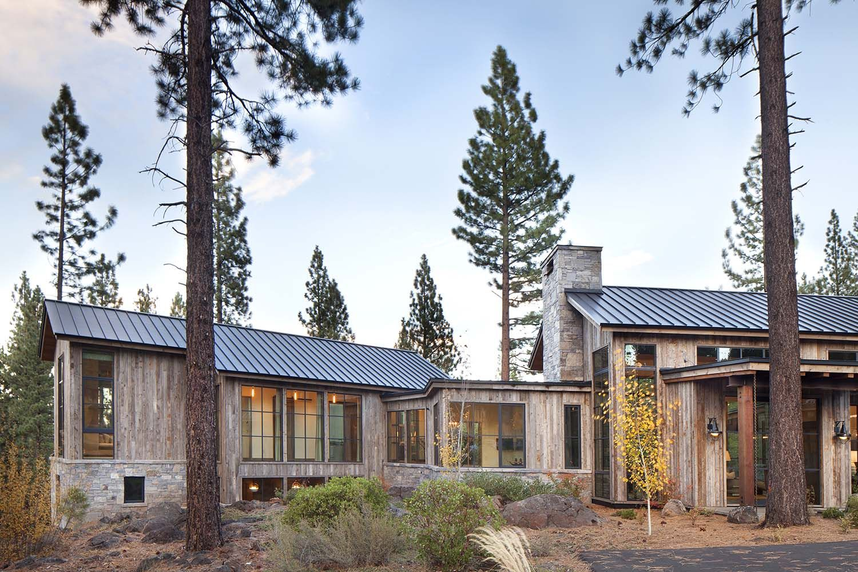 Stunning Mountain Home In Lake Tahoe Evokes Contemporary Barn Feeling Mountain Home Exterior House Designs Exterior Contemporary House Exterior