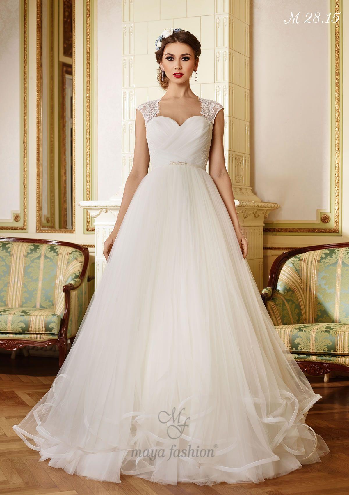 Silk sheath wedding dress  O rochie simpla al carei farmec este pus in evidenta de spatele din