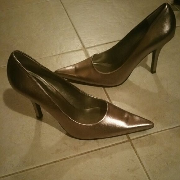 87b0094a5d0 Nine West Women's Bronze Heels Size 6 1/2M The shoes are in great ...