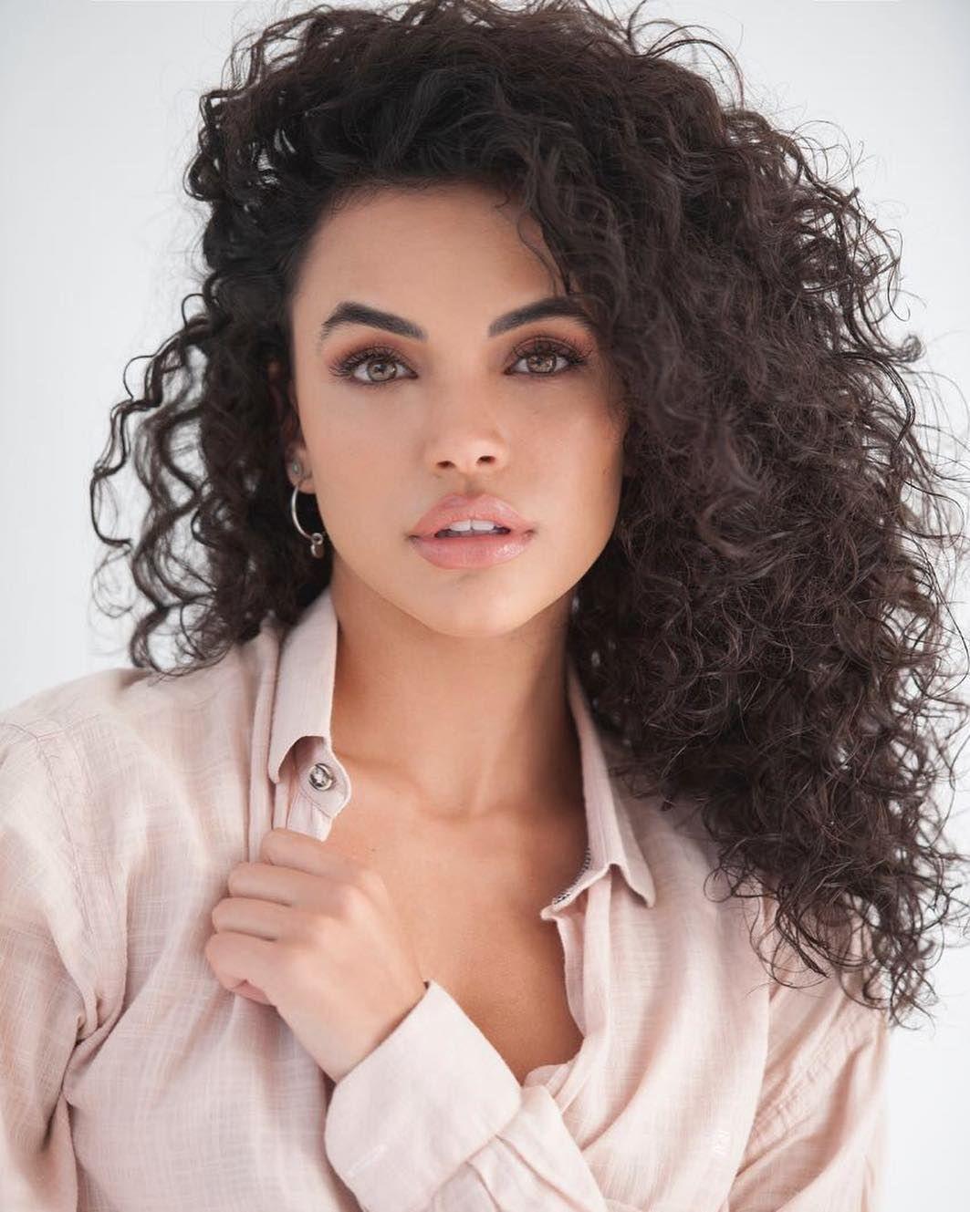 Giovana Cordeiro | Coffee hair, Curly hair photos, Curly hair styles