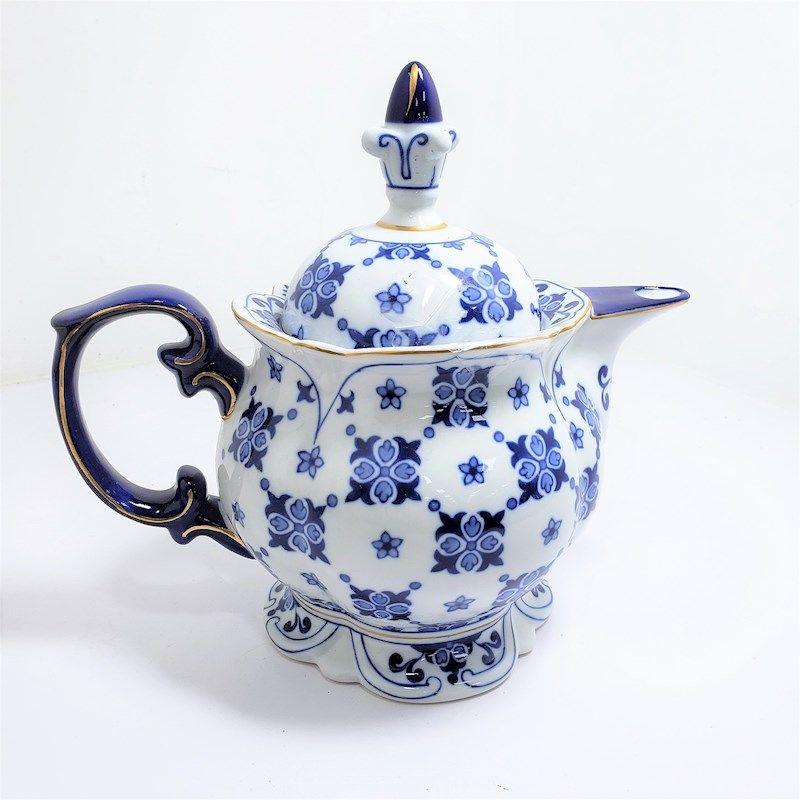 Blue White Bombay China Tea Pot With Images Tea Pots China