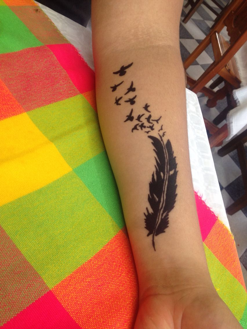 Tatuaje Pluma Y Aves Tatuajes De Plumas Tatuajes Plumas