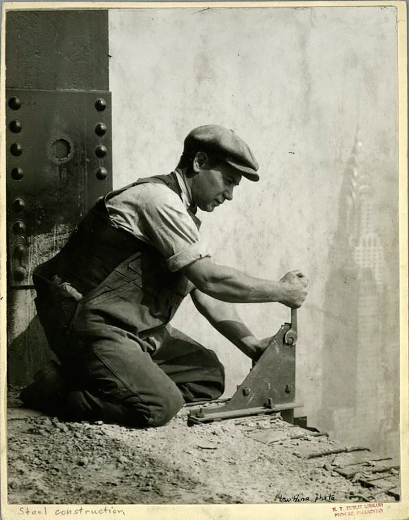 O Empire State Building foi considerado uma das estruturas mais altas do mundo por mais de quarenta anos, até a construção do World Trade Center, em 1972. A construção do aranha-céu de 102 andares …