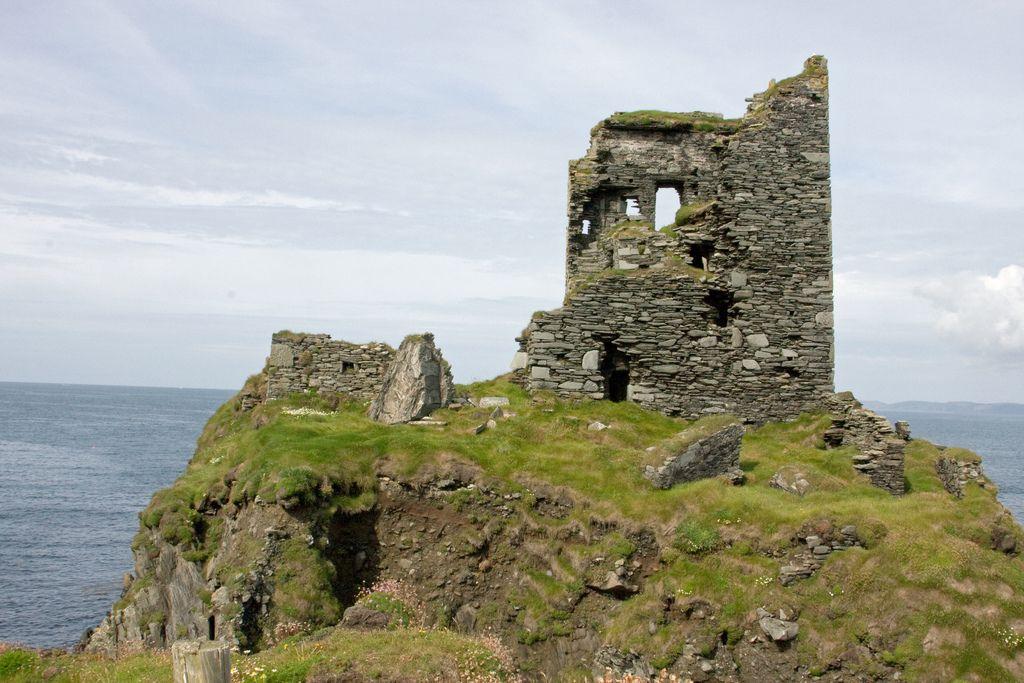 Cape Clear Island. O'Driscoll Dun an Oir castle ruins