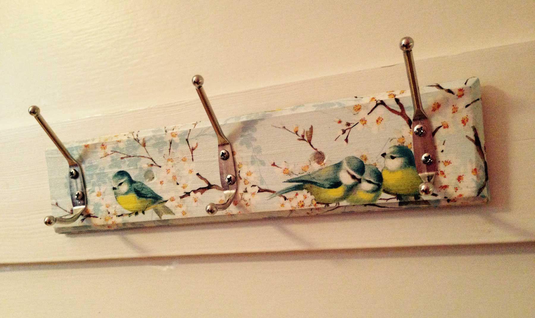 Serviettenvögel zwitschern.
