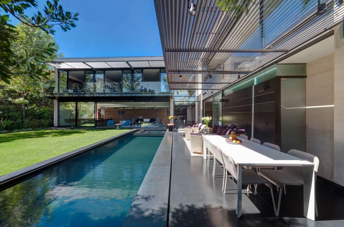 villa mit traumgarten moderne villa. Black Bedroom Furniture Sets. Home Design Ideas